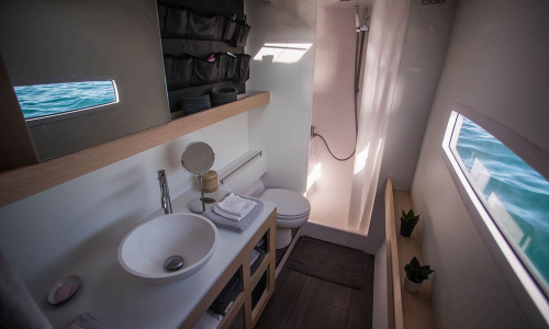 outremer_catamaran_4x_photo_19_interior_bathroom