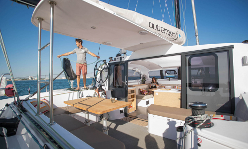 outremer_catamaran_4x_photo_9_interior_carre_saloon_cockpit